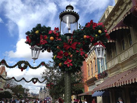 what is the main holiday decoration in most mexican homes when do christmas decorations come down at disney world