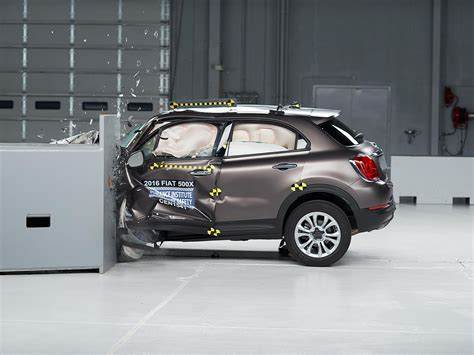 fiat 500x test 2016 fiat 500x driver side small overlap iihs crash test