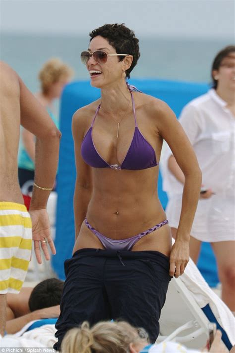 clad nicole murphy 47 shows off her curves