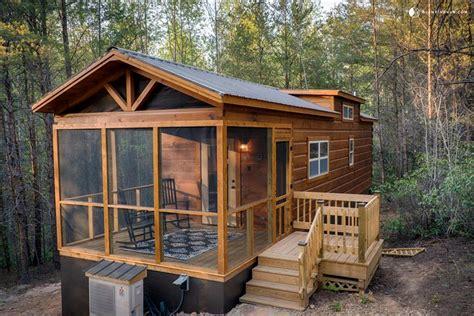 cabin rental with tub near lake lure