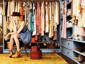 Cleaning Out Clothes Closet by 3 Must Tips For Cleaning Out Your Closet On Cus