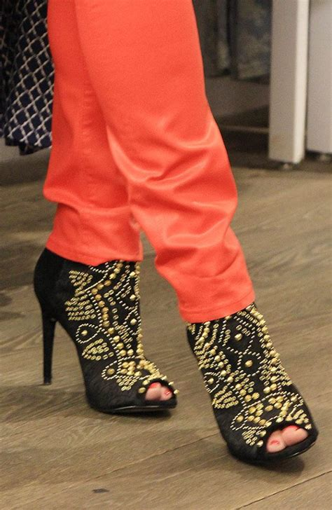 In Shoes What Not To Wear On Your On by 344 Best Images About What Not To Wear S Closet On