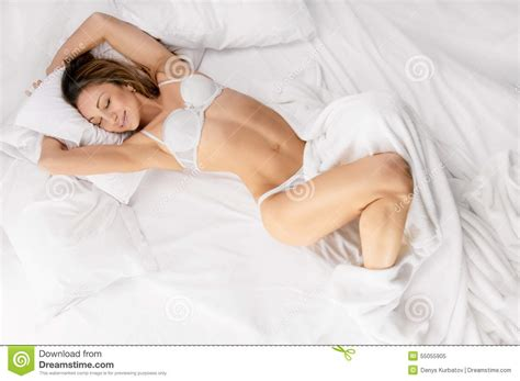 lay or lie in bed lying in bed or laying 28 images young woman lying in