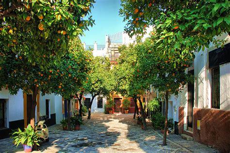 Un Patio En Santa Cruz Sevilla Barrio Santa Cruz Sixtblog Es