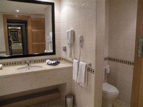 hotel avec baignoire salle de bain avec baignoire photo de hotel laico