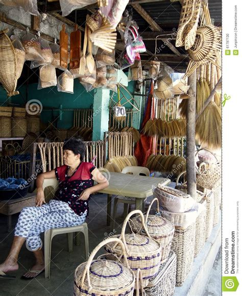a sells different kinds of handicraft and home