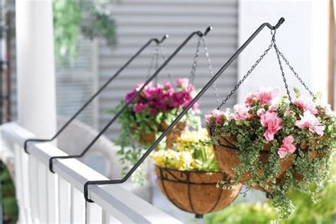 Planters To Hang On Railing by 17 Best Images About Ideas For Deck On Outdoor
