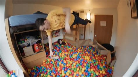 pit room student transforms dorm room into ball pit the