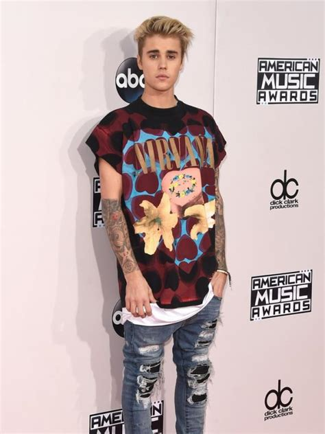 Kaos Tshirt Baju Curt Cobain pembelaan penata gaya soal heboh justin bieber pakai kaus