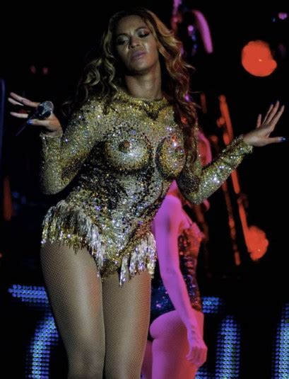 Beyonce S Boob Corset Took Hours To Make Using
