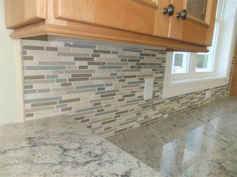 what is backsplash tile construction