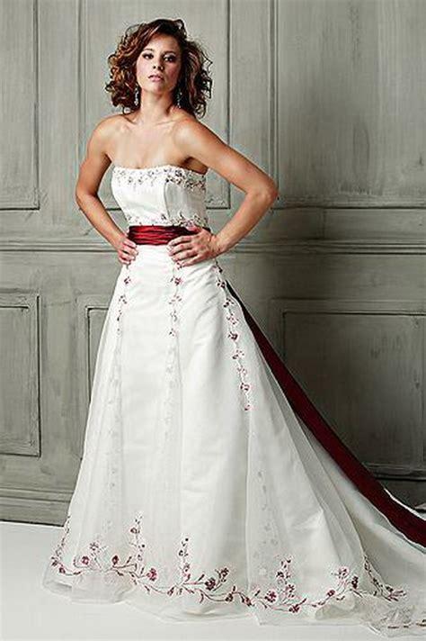 Brautkleider In Farbe by Brautkleider Mit Farbe