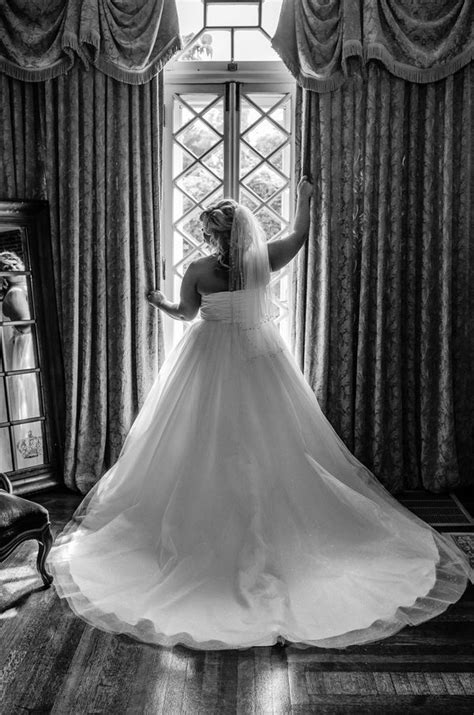 {Styled Shoot} Mankin Mansion Bridal Portraits | Bridal portrait poses, Wedding photography