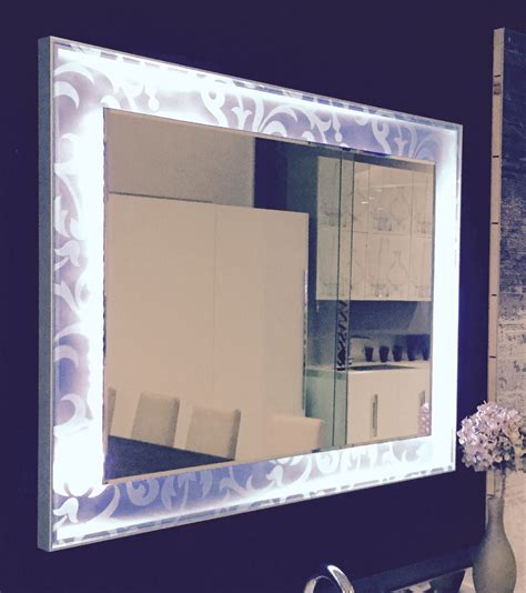 cornice in vetro specchio con cornice retroilluminata led e vetro decoro f