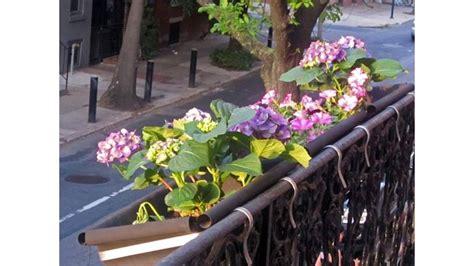 portavasi da ringhiera balcone fiorito