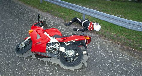 Motorrad Deutschland Jobs by Motorradfahren Hohes Risiko Auf Zwei R 228 Dern Auto