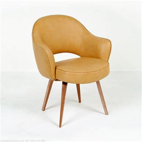 saarinen executive armchair saarinen executive arm chair modernclassics com