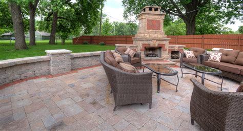 designing  outdoor living space baron landscaping