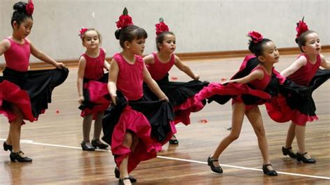 pabellon javier lozano el xx festival de grupos de baile de toledo reuni 243 a m 225 s