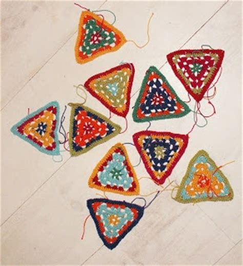 pattern for granny triangle 1000 images about crochet granny triangles on pinterest