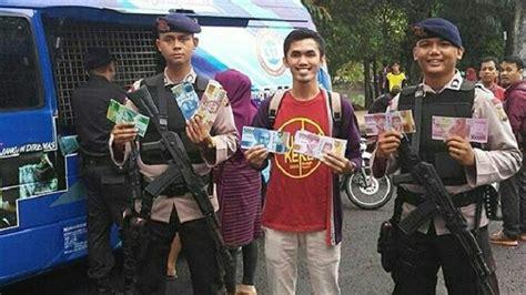 Power Bank Di Palembang warga serbu stand bank indonesia di kambang iwak palembang tukar uang baru sriwijaya post
