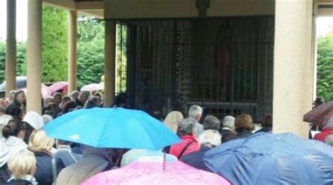 madonna delle ghiaie di bonate sopra ghiaie migliaia di fedeli a bonate per la madonna mentre