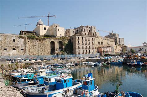 gabbiano pozzuoli estate 2014 a pozzuoli il vuoto per i turisti e per chi