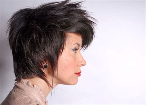 easy to manage short hairstyles for round faces easy to manage short haircuts for round faces
