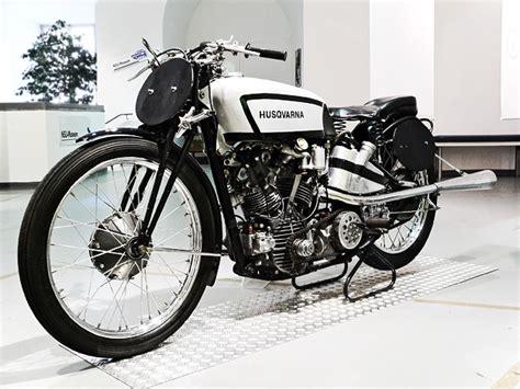 Motorrad 125 Vintage by Motorbike Vintage Motorbike As Daylight Waned
