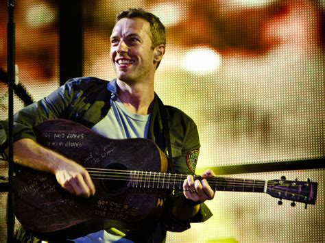 coldplay acoustic 20 acoustic guitar playing front men chris martin