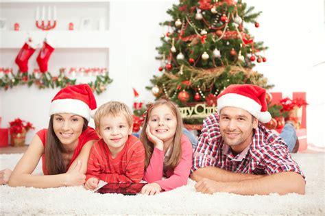 imagen linda familia en navidad x luzdary recomendaciones para disfrutar navidades en familia