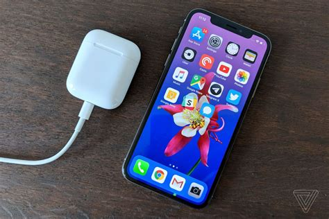 airpods case  wirelessly charge  iphone