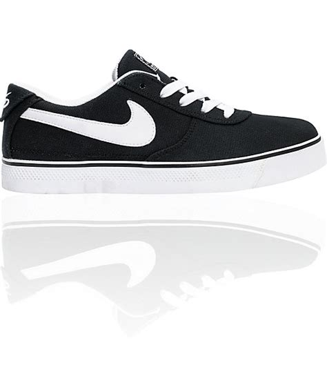 nike 6 0 mavrk 2 low black white canvas shoes