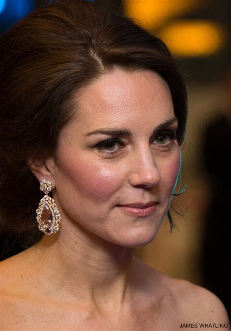kate middleton s jewellery earnings necklaces rings