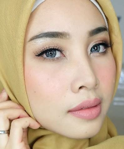 tutorial makeup natural kulit hitam cara make up natural berjilbab simple untuk wajah bulat