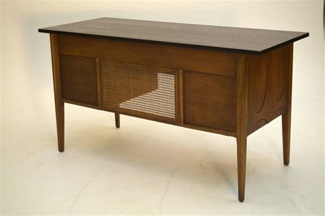 Broyhill Brasilia Desk by Broyhill Brasilia Premier Walnut Desk For Sale At 1stdibs