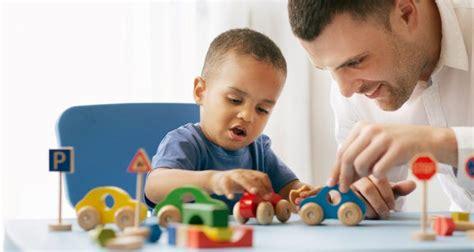 imagenes de niños jugando con sus padres 10 razones por las que debemos jugar con nuestros hijos
