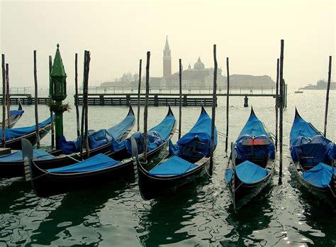 types of gondola boats gondola disambiguation wikipedia