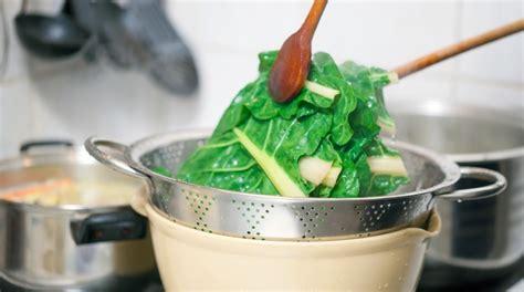 come cucinare le erbette come cucinare le bietole con la scamorza la ricetta