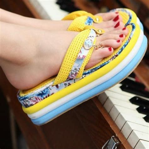 Best Designed Flip Flop Shoes for Trendy Girls