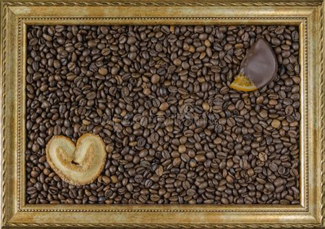 coffee beans  wooden background   picture frame