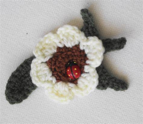 fiore uncinetto fiore uncinetto con coccinella portafortuna per la casa
