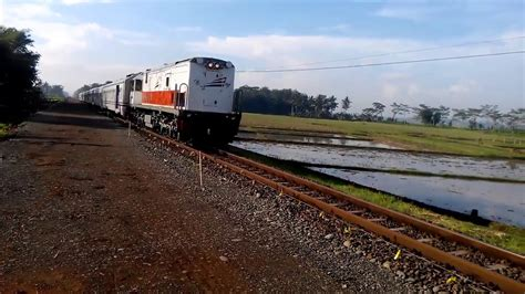 detik api detik detik kereta api serayu hir menabrak sepeda motor