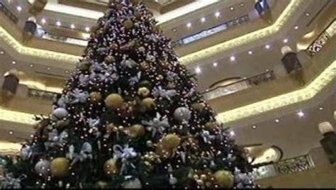 un hotel de abu dhabi estrena el 225 rbol de navidad m 225 s caro
