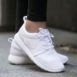 nike all white shoes nike roshe roshe and nike on