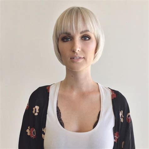 Women's Rounded Face Framing Bob with Fringe Bangs and
