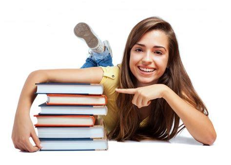 imagenes gratis estudiantes estudiante feliz con los nuevos libros descargar fotos