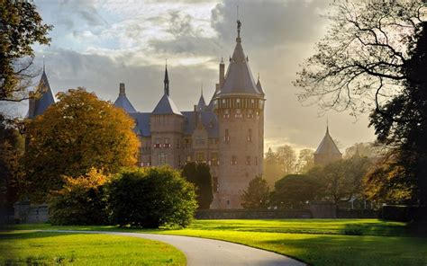 microsoft themes castles castle windows 10 theme themepack me