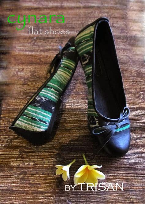 36 Perbedaan Sepatu Wakai tenun hijau mix kulit sapi yg indonesia banget sepatu batik koe indonesia