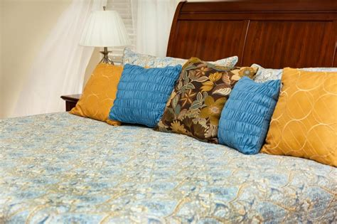 what comforter should i buy what should i consider when buying a quilt with pictures
